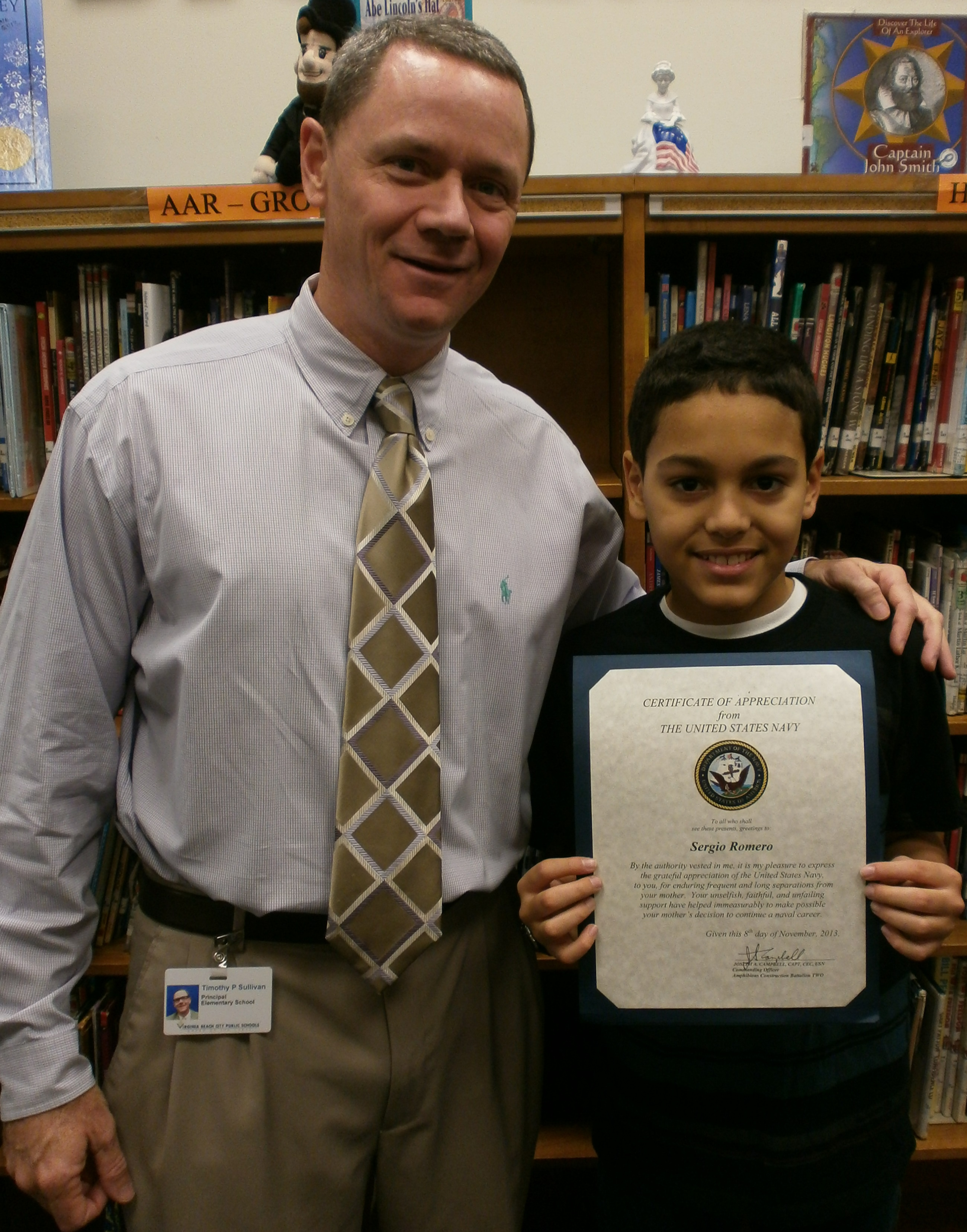 Williams principal Timothy Sullivan presents Sergio Romero with his Certificate of Appreciation with the US Navy.