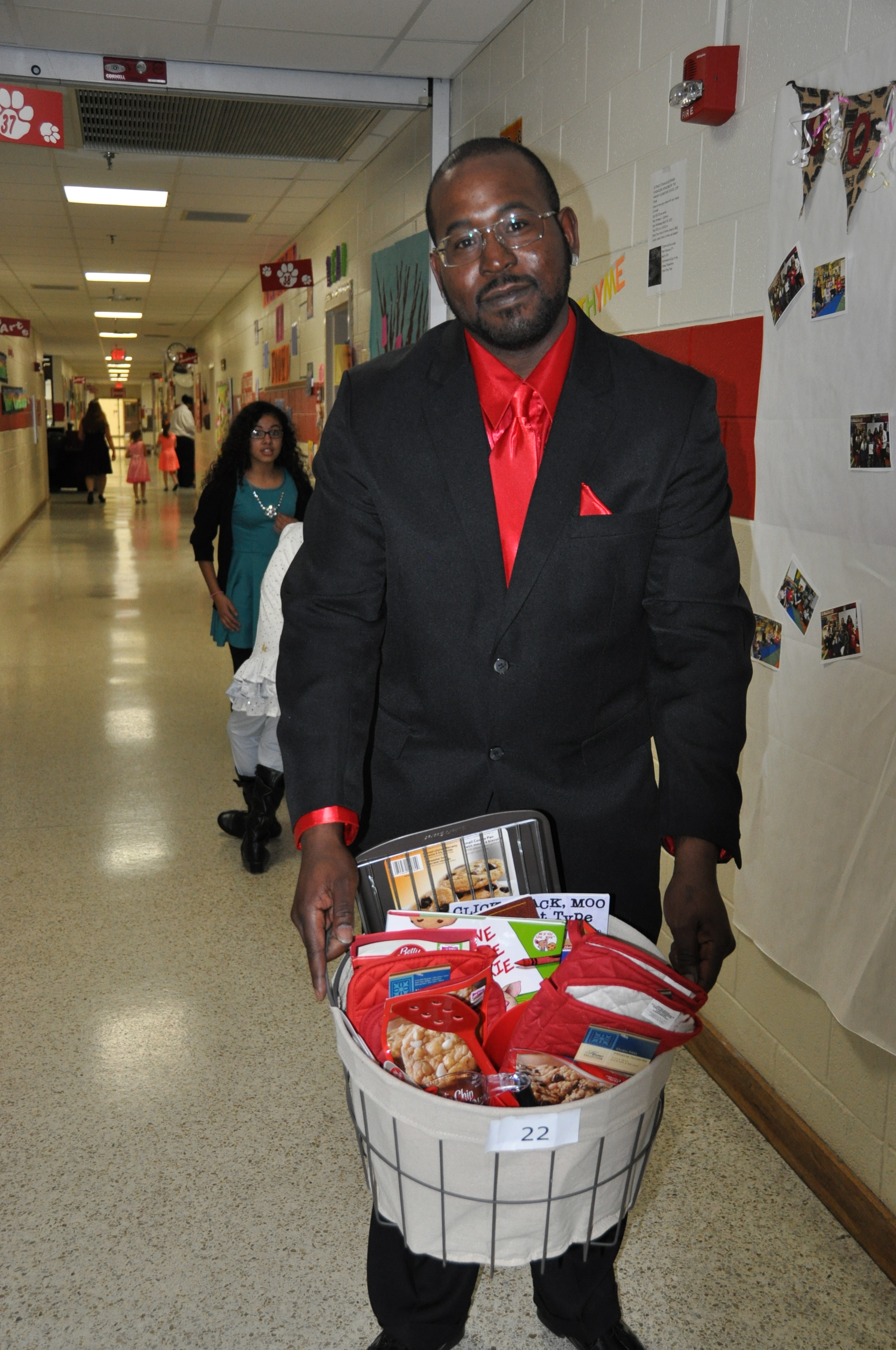 Parkway Elementary makes sizable donation to Foodbank of