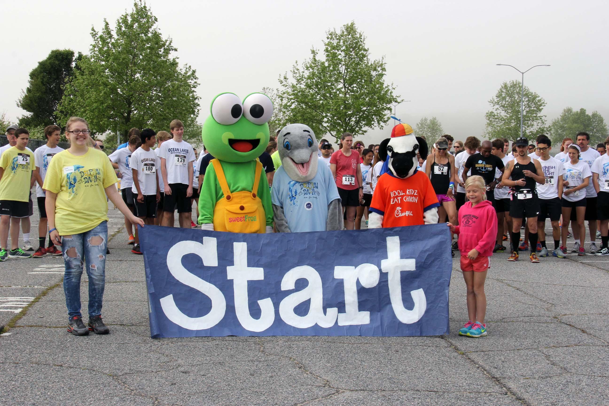IMG_5197 race start w mascots