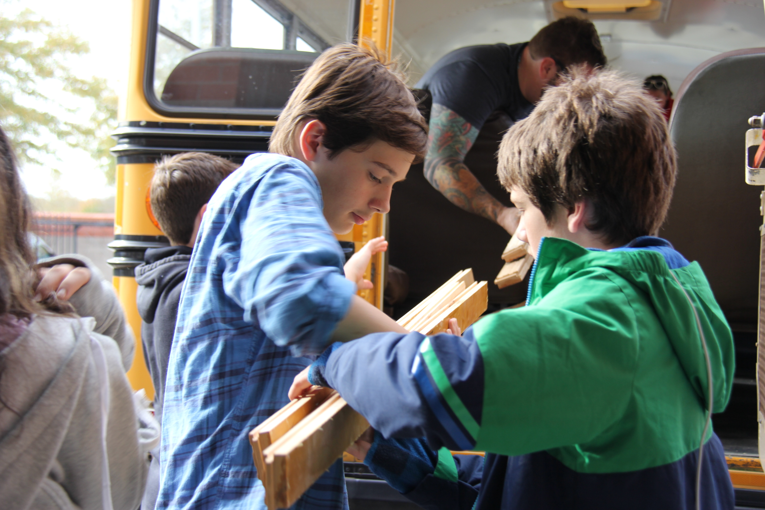 Students salvage materials to create traveling Eco Bus - The