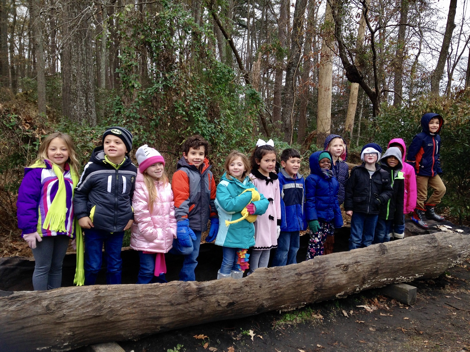 kes-1st-graders-in-jamestown-canoe