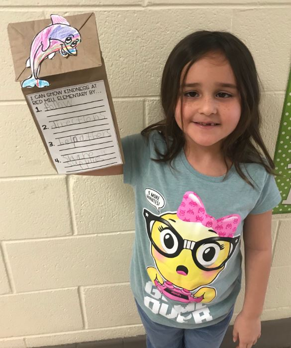 "Red Mill Elementary School's Alisabeth Beltran showed off her kindness ""Bag Buddy."""